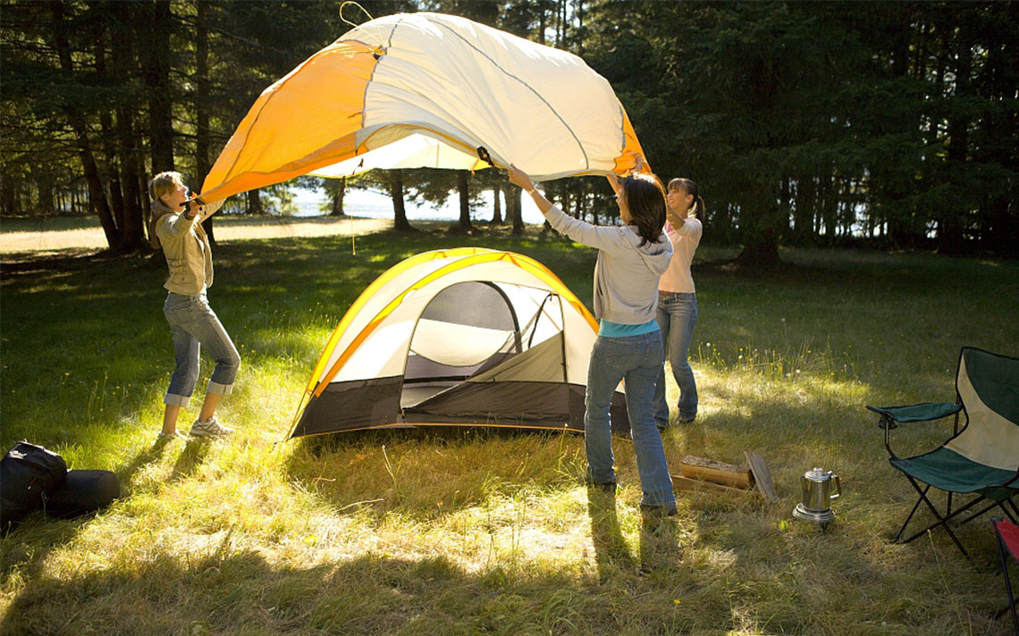 During the summer vacation many families will choose to stay away for a family fun; and they will choose to take a c&ing tent propped up on the ground ... & How to build large inflatable tents?-Industry news-News-Beijing ...